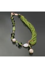 Collana Quarzo verde muschiato,perle barocche, giada olivina