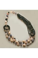 Collier multifilo agata nera, quarzo nuvola, quarzo cipria, perle di fiume