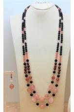 Chanel a due fili agata nera satinata, giada floreale. quarzo rosa