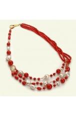 Collana a tre fili corallo bamboo rosso, perle coltivate
